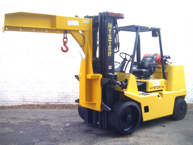 hyster-s7.00xl-forklift-with-crane-jib-space-saver