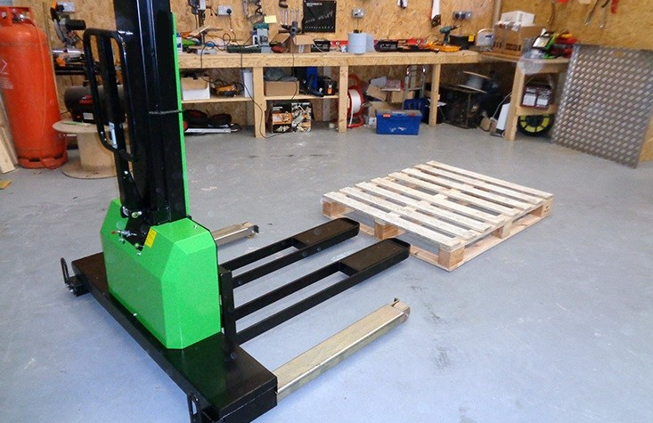 Self Loading Straddle Legged Pallet Truck