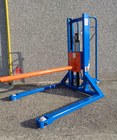 Straddle Pallet Stacker with Carpet Pole