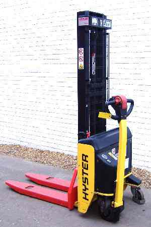 hyster electric pallet stacker